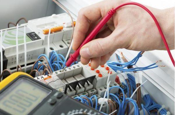 equipo de electricistas urgencias leon